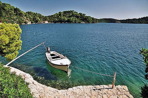 Veľké jazero na ostrove Mljet je zaliate morskou vodou.