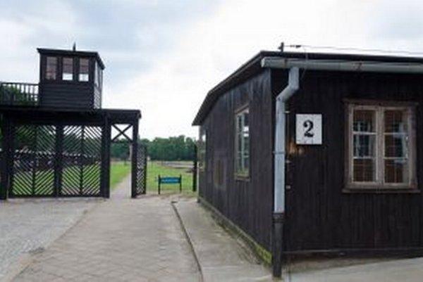Brána tábora Stutthof.