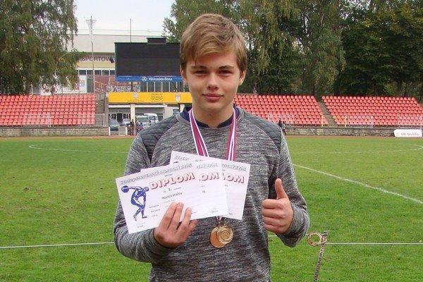 Martin Miklóš urobil trénerovi Danielovi Paukovi najväčšiu radosť výkonom v behu na 300 metrov.