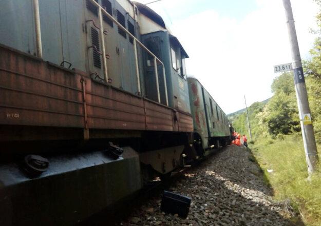Vlak poškodil koľaje.