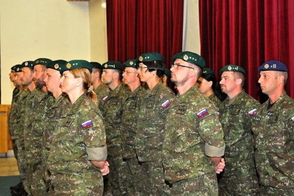 Vojaci pripravení na odchod do Bosny a Hercegoviny.