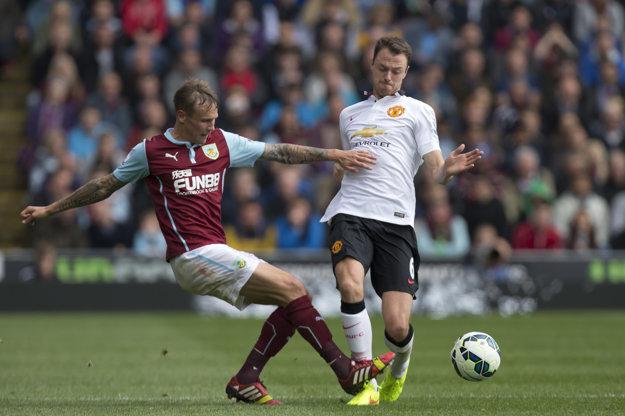 Jonny Evans (vpravo) v drese Manchestru United.