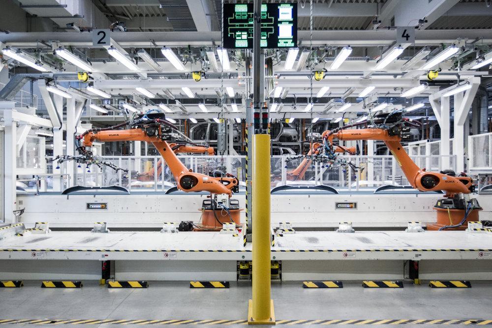 Lisovňa vo Volkswagen Slovakia v Bratislave slúži na výrobu oceľových a hliníkových dielov pre bratislavský, ale aj iné  závody koncernu Volkswagen. Jej srdcom je lis, ktorý je v súčasnosti najsilnejší v koncerne Volkswagen a dosahuje silu 91 000 kN. To predstavuje tlak, ktorý by vznikol ak by sa na seba naukladalo 4 245 Touaregov. Diely vychádzajúce z linky sa odoberajú ručne alebo sa o to postarajú roboty.