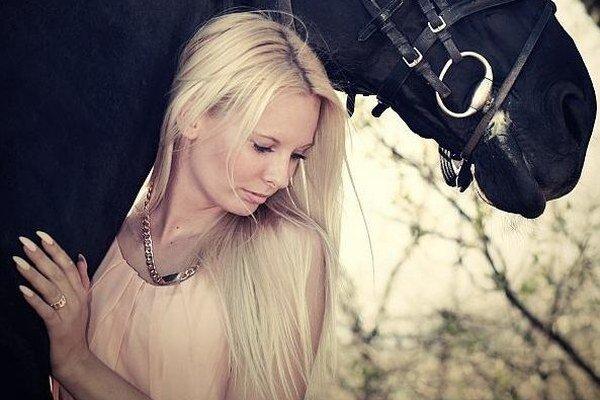Krásna jazdkyňa z Lučenca Radka Ivanová aktuálne pôsobí v JK Zairin dvor Boľkovce.