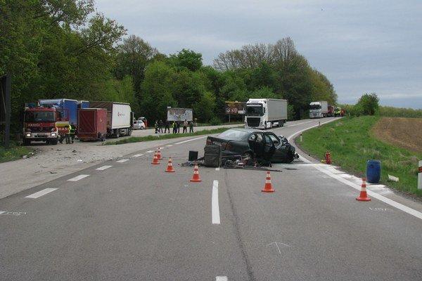 Vodič osobného auta už zrážke zabrániť nestihol.