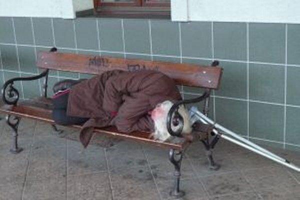 Od decembra budú mať bezdomovci o problém navyše.