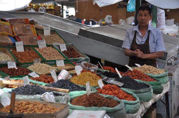 Sušené ovocie a oriešky na bazáre.
