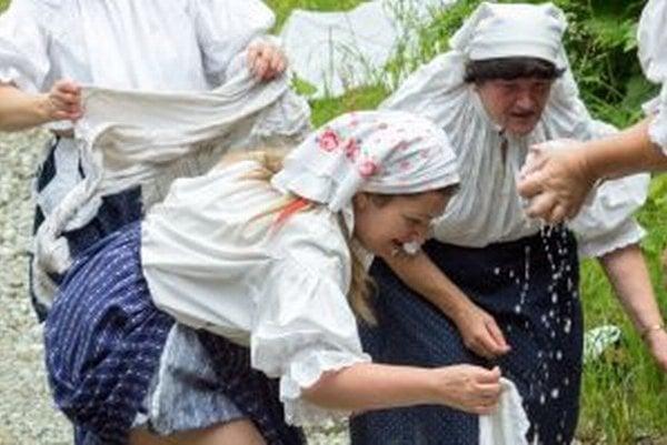 Kysucké žienky si so špinavou bielizňou vedeli poradiť. Nepotrebovali ani práčky.