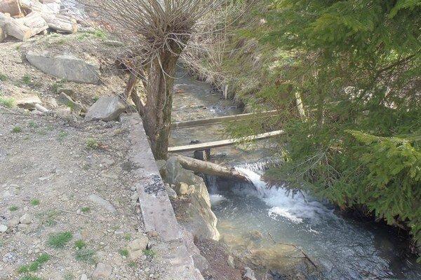 Kocifajov potok spôsobuje obyvateľom pravidelne problémy