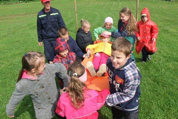Deti si počas sviatku mohli vyskúšať prácu hasičov.