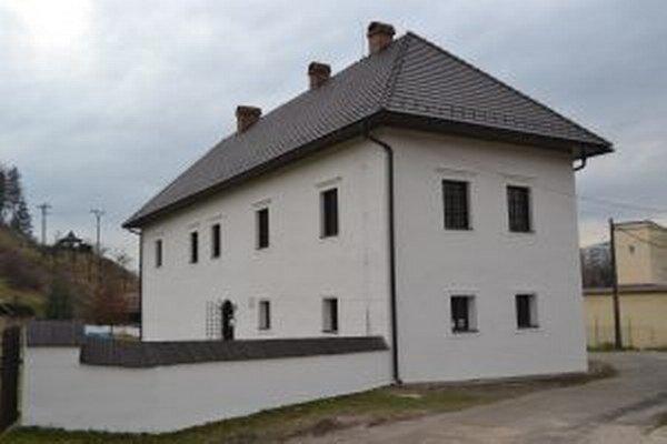 Žilinský samosprávny kraj zrekonštruoval fasádu radoľského kaštieľa, ktorý je v správe Kysuckého múzea