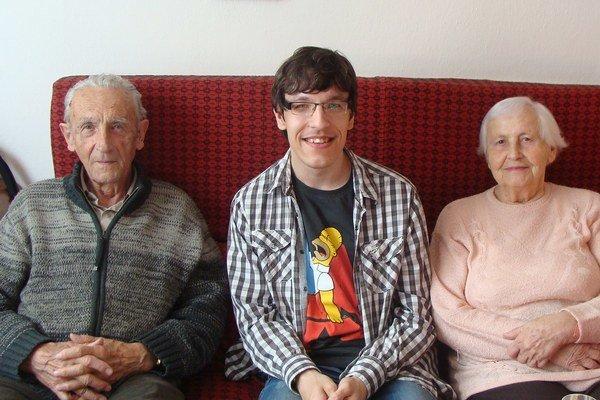 Martin Behul so svojimi starými rodičmi.