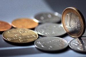 Korunové mince v druhej polovici januára budúceho roka definitívne z trhu vytlačia euromince.