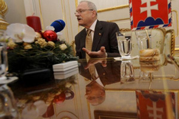 """""""Boh daj šťastia tejto zemi. Žehnaj Slovensku múdrosť, mravnosť, trpezlivosť a spolupatričnosť,"""" zaželal prezident."""