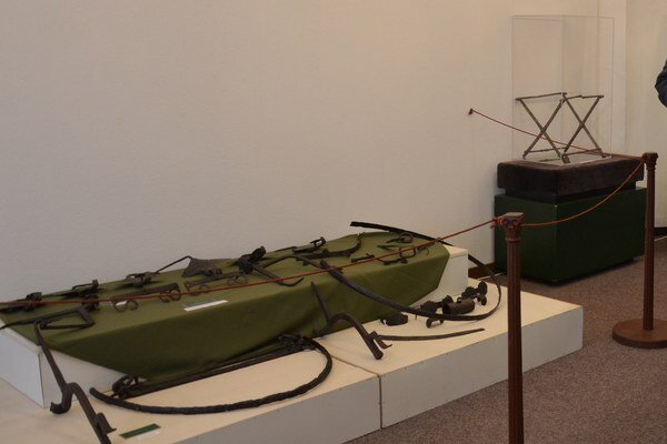 Časť výstavnej expozície v Tekovskom múzeu.