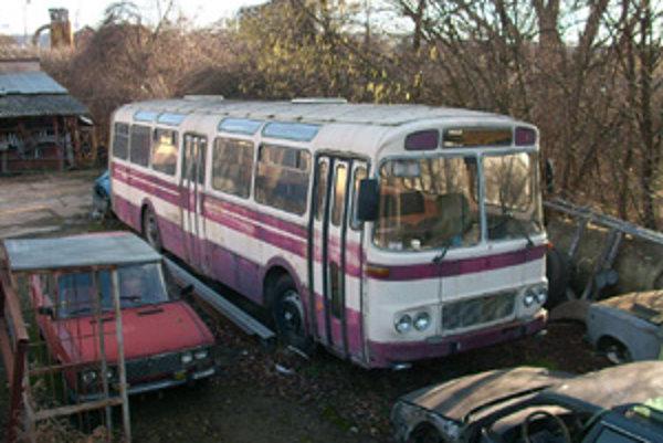 Autobusy ŠL11 skončili na vrakovisku alebo v dedinských futbalových kluboch.