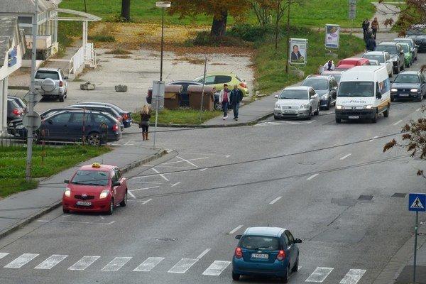 Verejnú súťaž na prenájom boxov pre taxislužby mesto zrušilo a vyhlásilo novú.