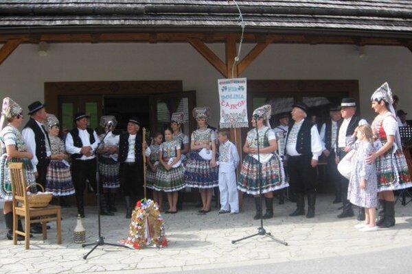 Folkloristi toto leto vystúpili aj v skanzene vo Vychylovke.