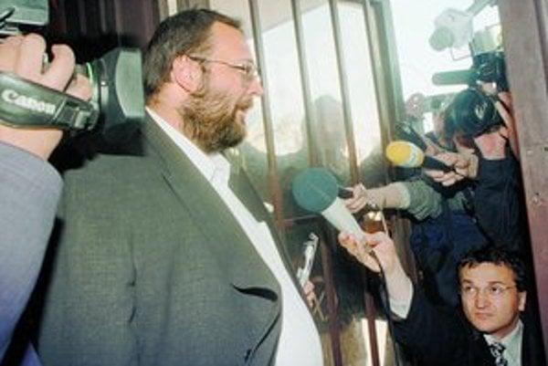 Ivan Lexa, bývalý riaditeľ SIS, ktorá podľa jeho nástupcu vo funkcii Vladimíra Mitra zavliekla syna bývalého prezidenta Michala Kováča do Rakúska, bol nezákonne vo väzbe. Bral si tam zubnú kefku. Beztrestnosť mu zaručujú Mečiarove amnestie.