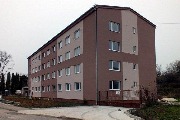 V krátkom čase sa do tejto novej bytovky nasťahuje 32 rodín.