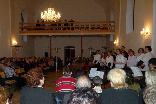 Počas adventného ekumenického koncertu sa striedalo duchovné slovo s hudbou.