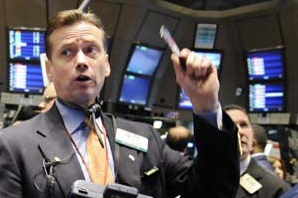 Asi jedno percento majetku niektorých dôchodkových fondov je  v cenných papieroch Lehman Brothers. Teraz sa čaká, aká bude návratnosť investície.