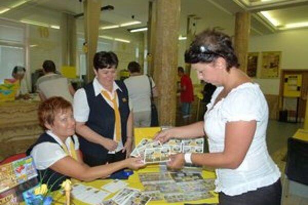 Jubilujúca pošta je na pohľadnici aj príležitostnej pečiatke.