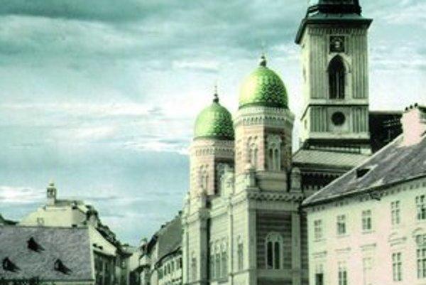 Bratislava má v búraní historických budov bohatú tradíciu, v roku 1967 komunisti odstránili aj synagógu.