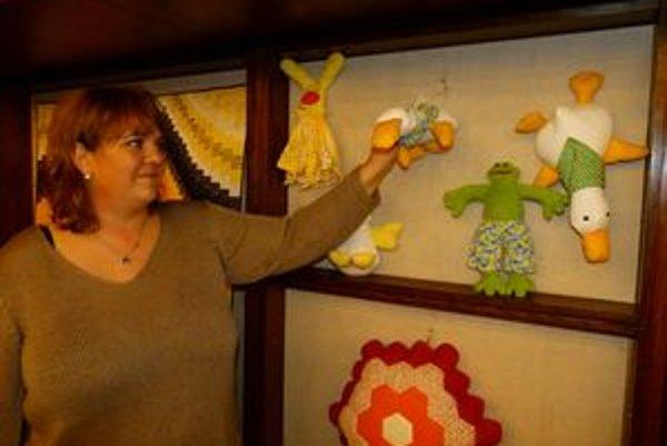 Levičanka Zuzana Behúlová sa pätnásť rokov venuje patchworku. Najnovšie začala vyrábať aj hračky pre deti.