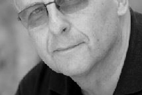 Ivan Marton (1945) - v roku 1967 ukončil štúdium hudobnej vedy na FiF UK v Bratislave. V rokoch 1964 - 1968 bol spolupracovníkom, neskôr redaktorom časopisu Echo bratislavských vysokoškolákov. V rokoch 1968 a 1969 študoval na Hudobnom inštitúte v Hamburgu