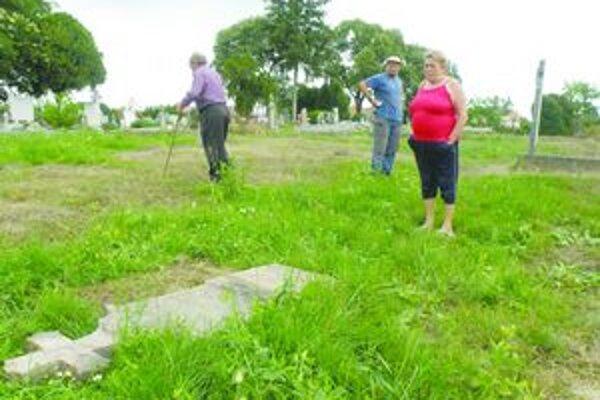 Staré hroby sú zničené. Ľudia sú nespokojní.