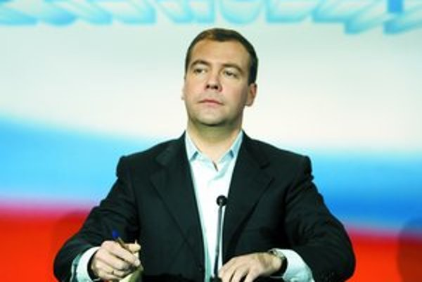 Dmitrij Medvedev sa podľa OBSE a ľudskoprávnych organizácií stal prezidentom v neférových voľbách.