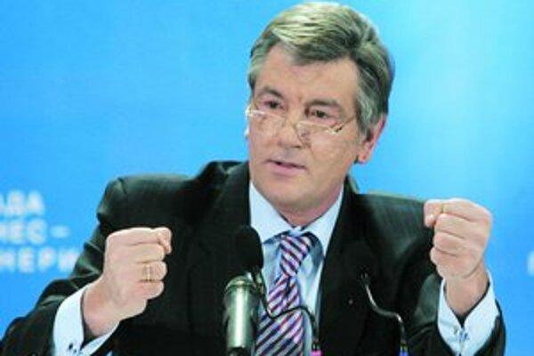 ¶Ani návšteva ukrajinského prezidenta Viktora Juščenka v Moskve nepomohla a Gazprom svoje hrozby o obmedzení dodávok plynu naplnil.