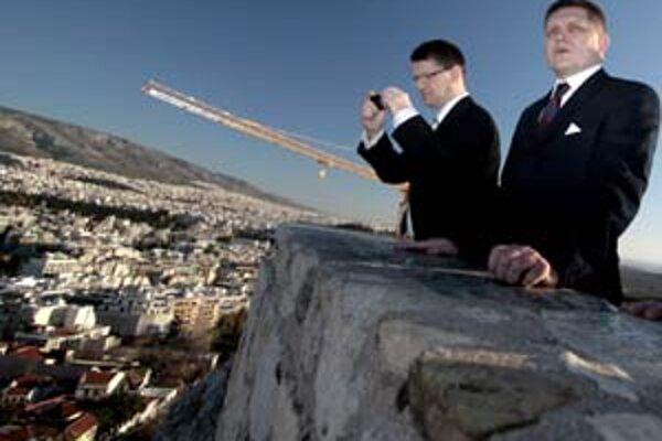 Marek Madarič a Robert Fico na Akropole.