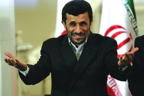 Iránsky prezident Mahmúd Ahmadínedžád neberie najnovšie sankcie proti Teheránu vážne.