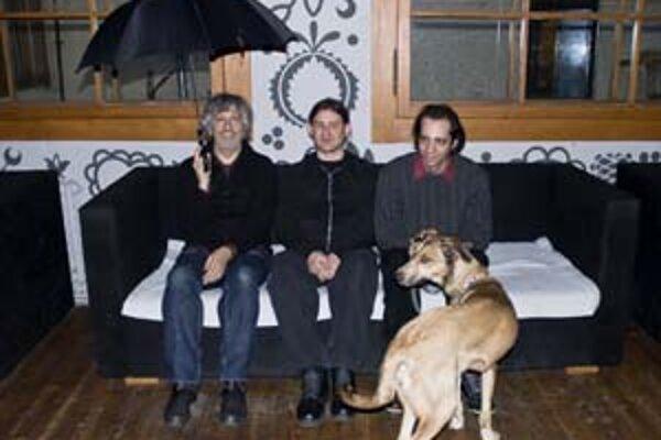 Netradičné hviezdy netradičného hudobného festivalu – trio Text of Light Leeho Ranalda (vľavo).