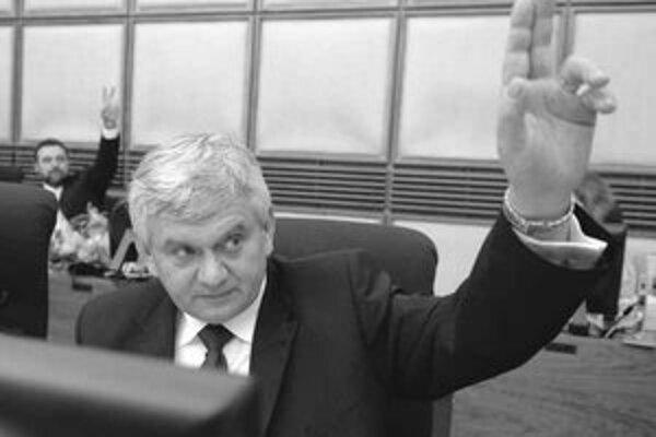 Minister Jahnátek rokoval vo štvrtok s americkými manažérmi Yukosu. Tvrdí, že sa dohodli na krokoch vedúcich k spätnej kúpe akcií Transpetrolu.