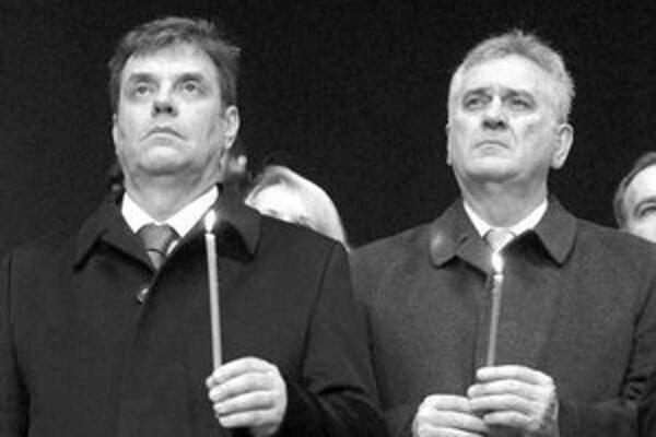 Koštunica (vľavo) a Nikolič bez Kosova do únie nechcú.
