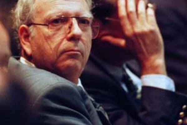 Efraim Halevy (1934) sa v rokoch 1998 až 2002 stal deviatym riaditeľom Mossadu (izraelskej spravodajskej služby). Britský rodák potom pôsobil aj v čele izraelskej národnej bezpečnostnej rady. Halevy pochádza zo židovskej ortodoxnej rodiny, ktorá emigroval