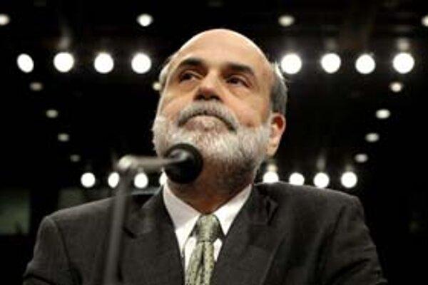Podľa šéfa americkej centrálnej banky Bena Bernankeho jeho tím zachraňuje ekonomiku všetkými dostupnými prostriedkami.