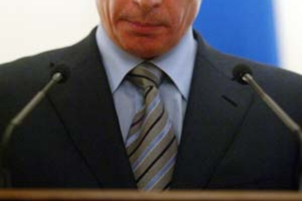 Ruský prezident Putin si aj po odchode z úradu ponecháva vplyv na krajinu.