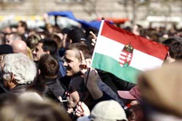 Protesty prívržencov maďarskej krajnej pravice sa často zvrhnú v nepokoje. K násilu ich zvádza aj to, že ho zatiaľ môžu konať beztrestne.Súdy sú voči nim mäkké.
