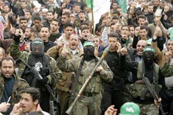 Militanti palestínskeho hnutia Hamas, ktoré ovláda Gazu, odkiaľ podniká raketové útoky proti Izraelu.