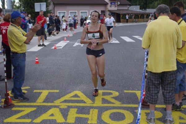 Archívne foto. Víťazka polmaratónu žien Erika Farkašová, 18.6.2011.