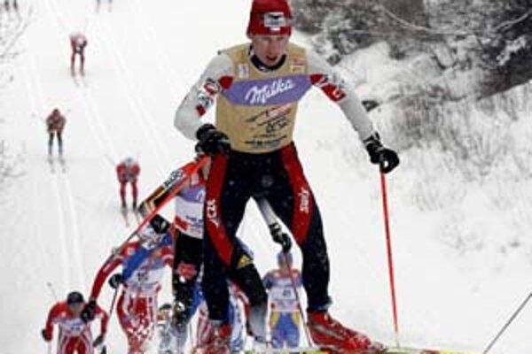 Celkovým víťazom 2. ročníka Tour de Ski v behu na lyžiach sa stal Čech Lukáš Bauer (na snímke). Medzi ženami Švédka Charlotte Kallová.