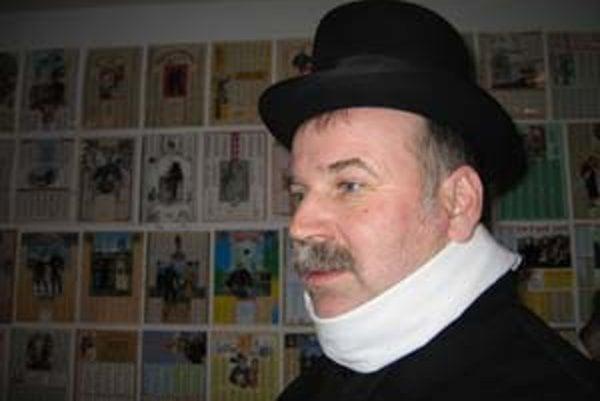 Peter Šulan má netradičnú zbierku kominárskych kalendárov.