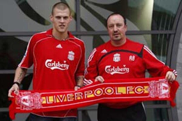 Martin Škrtel (vľavo) s trénerom Rafaelom Benitezom.