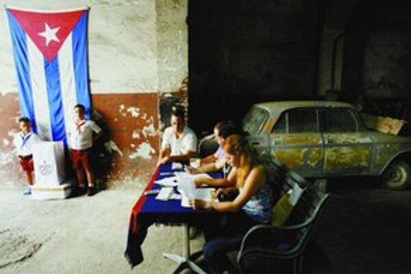 Voľby po kubánsky, aj s účasťou pionierov.