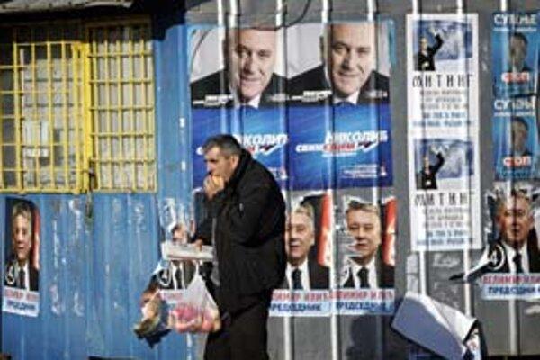 Volebný deň v etnicky rozdelenom meste Kosovská Mitrovica.