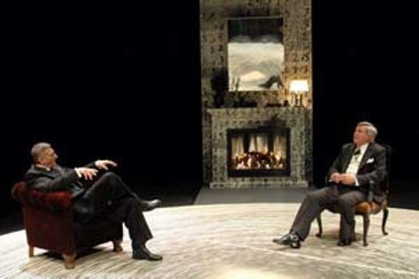 Inscenáciu hry Popol a vášeň, ktorú napísal Christopher Hampton podľa predlohy maďarského spisovateľa Sándora Máraia Sviece dohárajú, uvidia v piatok aj komárňanskí diváci.